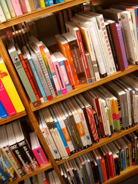 books-1562581-639x852